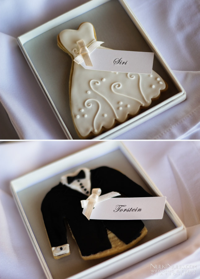 Bride & Groom cookies with Place Cards