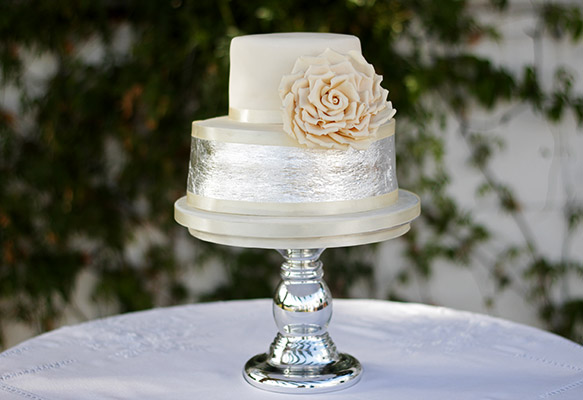 Elegant wedding cake by Sweet Things by Fi